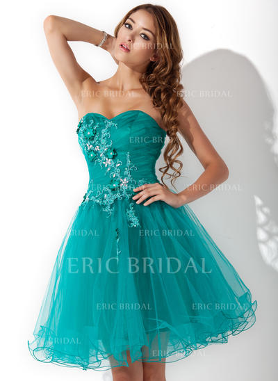 A-Line/Princess Sweetheart Knee-Length Homecoming Dresses With Ruffle Beading Appliques Lace Flower(s) (022212957)