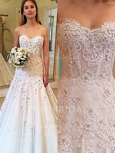 A-Line/Princess Sweetheart Court Train Wedding Dresses With Appliques Lace (002210867)