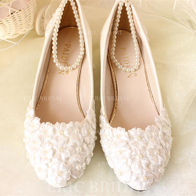 Women's Closed Toe Pumps Low Heel Patent Leather With Imitation Pearl Applique Wedding Shoes (047207258)