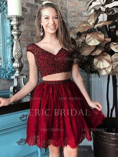 A-Line/Princess V-neck Short/Mini Lace Homecoming Dresses With Beading (022212419)