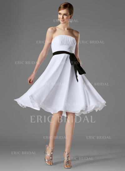 A-Line/Princess Chiffon Bridesmaid Dresses Ruffle Sash Bow(s) Strapless Sleeveless Knee-Length (007000954)
