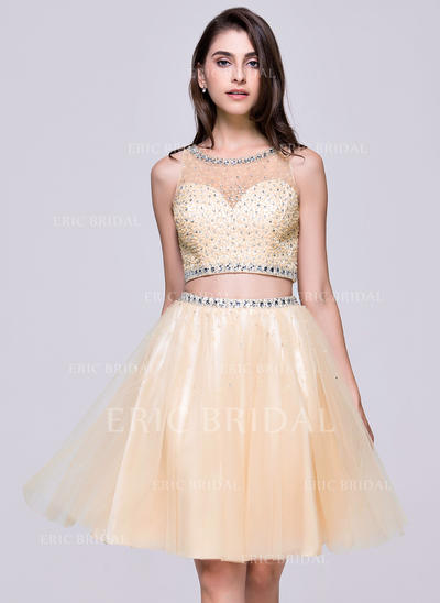 A-Line/Princess Scoop Neck Knee-Length Tulle Homecoming Dress With Beading Sequins (022068822)