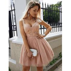 A-Line/Princess V-neck Short/Mini Homecoming Dresses With Beading Appliques Lace