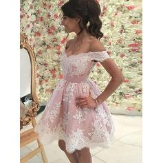 A-Line/Princess Off-the-Shoulder Short/Mini Lace Homecoming Dresses With Ruffle (022212400)