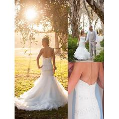Trumpet/Mermaid Sweetheart Court Train Wedding Dresses With Beading
