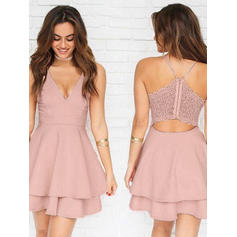 A-Line/Princess V-neck Short/Mini Homecoming Dresses With Lace (022212467)