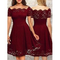 A-Line/Princess Off-the-Shoulder Knee-Length Cocktail Dresses With Ruffle