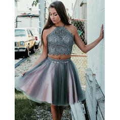 A-Line/Princess Scoop Neck Short/Mini Homecoming Dresses With Appliques Lace