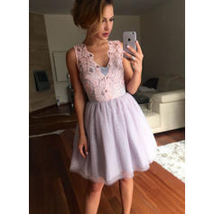 A-Line/Princess V-neck Short/Mini Tulle Homecoming Dresses With Lace