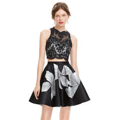A-Line/Princess Scoop Neck Short/Mini Homecoming Dresses With Beading Sequins