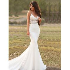 Trumpet/Mermaid V-neck Court Train Wedding Dresses With Appliques (002219368)