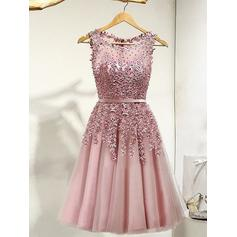 A-Line/Princess Scoop Neck Knee-Length Tulle Homecoming Dresses With Lace Beading
