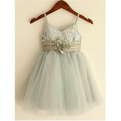 A-Line/Princess Straps Knee-length With Flower(s) Tulle/Sequined Flower Girl Dresses
