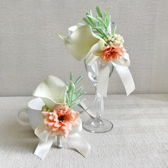 Wrist Corsage/Boutonniere Free-Form Wedding/Party/Casual (set of 2) Wedding Flowers