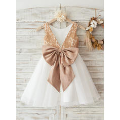 A-Line/Princess Knee-length Flower Girl Dress - Tulle/Lace Sleeveless Scoop Neck With Lace/Bow(s)/V Back