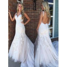 Trumpet/Mermaid V-neck Sweep Train Wedding Dresses With Appliques Lace