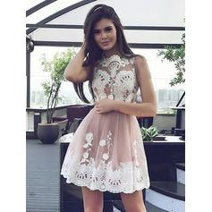 A-Line/Princess Scoop Neck Short/Mini Tulle Cocktail Dresses With Appliques Lace