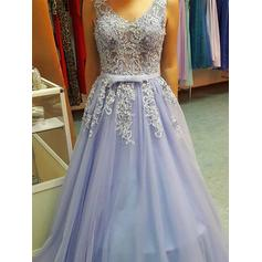 A-Line/Princess V-neck Floor-Length Tulle Prom Dresses With Appliques Lace
