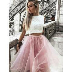 A-Line/Princess Scoop Neck Knee-Length Tulle Homecoming Dresses With Ruffle