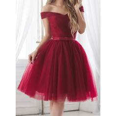 A-Line/Princess Off-the-Shoulder Knee-Length Homecoming Dresses With Ruffle Sash Bow(s)