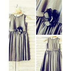 A-Line/Princess Scoop Neck Tea-length With Flower(s)/Pleated Taffeta Flower Girl Dresses