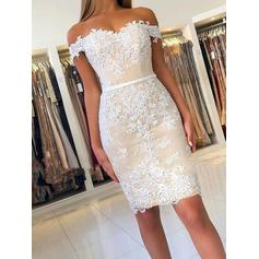 Sheath/Column Off-the-Shoulder Knee-Length Homecoming Dresses With Appliques