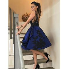 A-Line/Princess Scoop Neck Knee-Length Homecoming Dresses With Appliques
