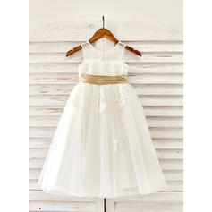 A-Line/Princess Scoop Neck Tea-length With Appliques Tulle Flower Girl Dresses (010211617)