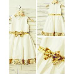 A-Line/Princess Scoop Neck Knee-length With Sash/Bow(s) Taffeta/Sequined Flower Girl Dresses