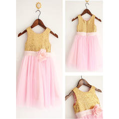 A-Line/Princess Scoop Neck Knee-length With Flower(s) Tulle/Sequined Flower Girl Dresses (010212021)