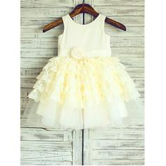 A-Line/Princess Scoop Neck Knee-length With Ruffles/Flower(s) Satin/Tulle Flower Girl Dresses