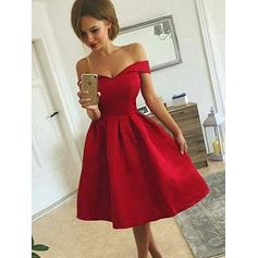 A-Line/Princess Off-the-Shoulder Knee-Length Satin Cocktail Dresses With Ruffle