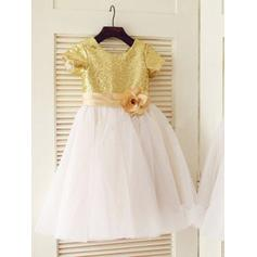 A-Line/Princess Scoop Neck Knee-length With Flower(s) Tulle/Sequined Flower Girl Dresses (010211868)