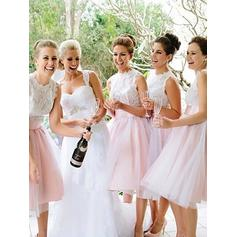 A-Line/Princess Tulle Bridesmaid Dresses Appliques Lace Scoop Neck Sleeveless Knee-Length
