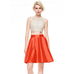 A-Line/Princess Scoop Neck Short/Mini Taffeta Homecoming Dresses With Beading Sequins