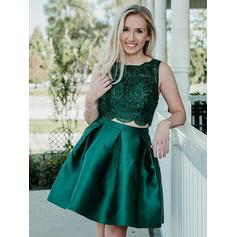 A-Line/Princess Scoop Neck Knee-Length Cocktail Dresses With Lace Beading