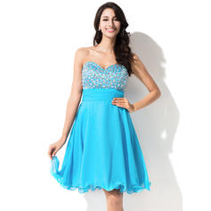 A-Line/Princess Sweetheart Knee-Length Homecoming Dresses With Beading Sequins
