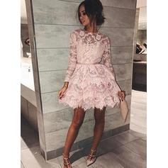 A-Line/Princess Scoop Neck Short/Mini Lace Homecoming Dresses With Sash