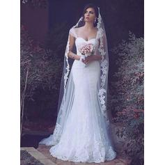 Trumpet/Mermaid Sweetheart Sweep Train Wedding Dresses With Lace