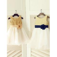 A-Line/Princess Scoop Neck Knee-length With Flower(s) Tulle/Sequined Flower Girl Dresses (010211964)