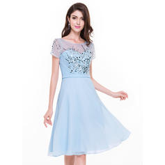 A-Line/Princess Scoop Neck Knee-Length Cocktail Dresses With Beading Sequins (016211123)