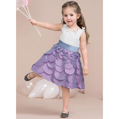A-Line/Princess Knee-length Flower Girl Dress - Taffeta/Satin Sleeveless Scoop Neck With Flower(s)/Bow(s)