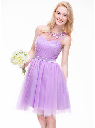 A-Line/Princess Tulle Bridesmaid Dresses Ruffle Beading Appliques Lace Sequins Scoop Neck Sleeveless Knee-Length