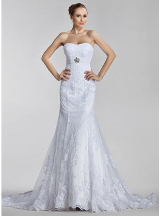 Trumpet/Mermaid Sweetheart Court Train Wedding Dresses With Ruffle Appliques Lace Crystal Brooch
