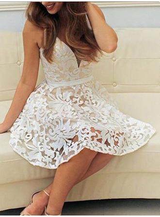 A-Line/Princess V-neck Short/Mini Lace Homecoming Dresses With Sash