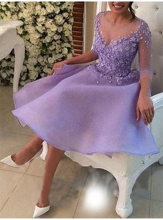 A-Line/Princess Scoop Neck Knee-Length Cocktail Dresses With Beading Appliques Lace