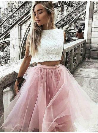 A-Line/Princess Scoop Neck Knee-Length Tulle Cocktail Dresses With Ruffle