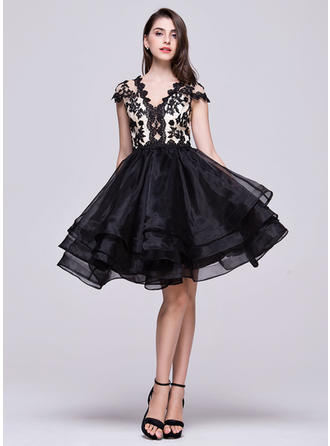 A-Line/Princess V-neck Knee-Length Organza Homecoming Dresses With Beading Appliques Lace Sequins