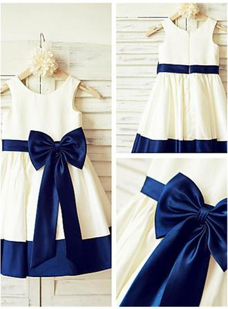 A-Line/Princess Scoop Neck Knee-length With Bow(s) Satin Flower Girl Dresses