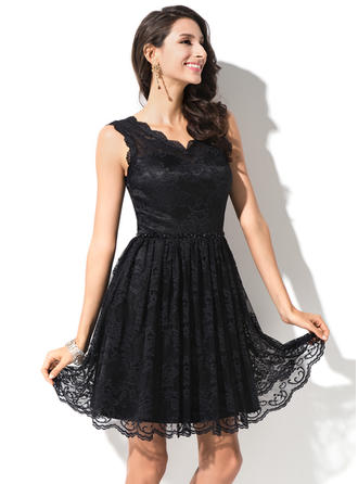 A-Line/Princess V-neck Knee-Length Lace Homecoming Dresses With Beading Sequins